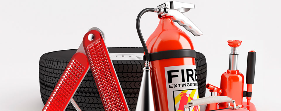 When assembling a roadside emergency kit, make sure these items are in it. #DIY #lifestyle