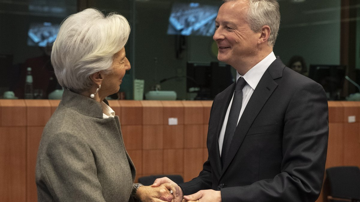 I was back in Brussels today for the Eurogroup meeting. We discussed the economic situation in Europe and the @EU_Commissions priorities for the Economic and Monetary Union. It was also good to meet up with @MichelBarnier and exchange thoughts on Brexit.