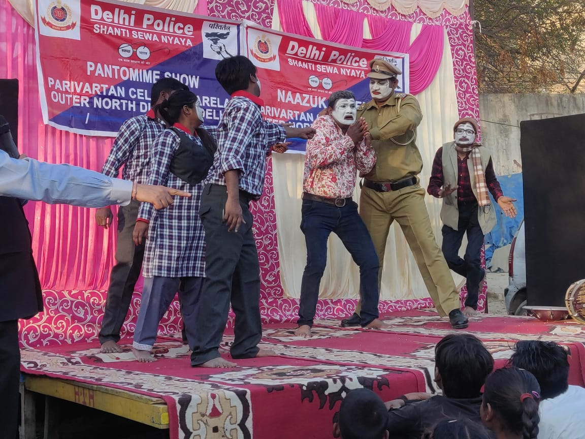 Awareness program against Child abuse through pantomime show organized in area of PS Narela as part of #DelhiPoliceWeek @DelhiPolice