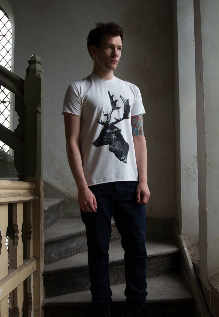 One of our bestsellers, this #Stag Print T-shirt made from super soft bamboo & #organic cotton. Probably the comfiest T-Shirt of your life. Shop now: http://buff.ly/2GxDb06  #menswear #mensfashion #organiccotton #mensstyle #GraphicTee #stag #madeinbritain #menstyle #casualoutfit pic.twitter.com/TlEapHJ9Fv