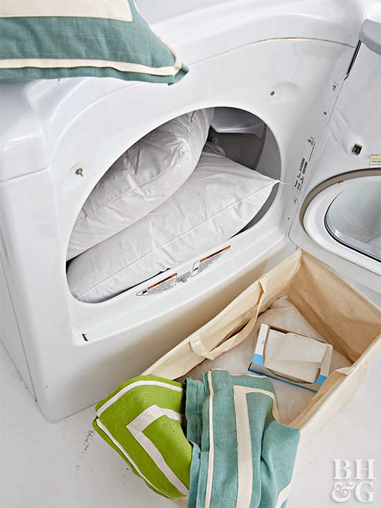 Get a handle on your home's dust situation by learning how to use dryer sheets for the task. #cleanhome #lifetips   http:// cpix.me/a/92437736     <br>http://pic.twitter.com/aH36vKzKve