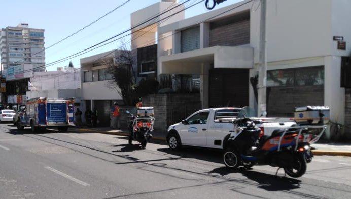 #PCinforma | @PCPueblaCapital y #BomberosPuebla atienden reporte de olor a gas en la 43 poniente y 16 de septiembre, se trató de mercaptano regado por labores del retiro de un tanque estacionario. No fue necesario activar los  protocolos preventivos de evacuación en la zona. pic.twitter.com/GMXk7aIDkc