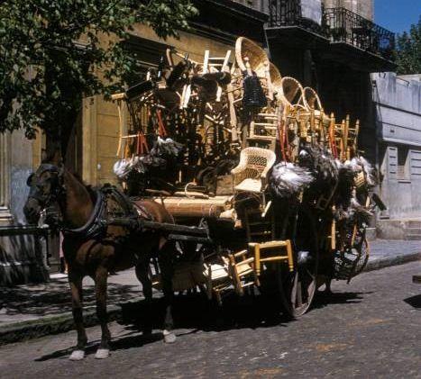 Si lo recuerdo andar por Palermo Vendiendo todo lo que lleva eran sillas,  de mimbre otras c/asiento de paja, etc, etc