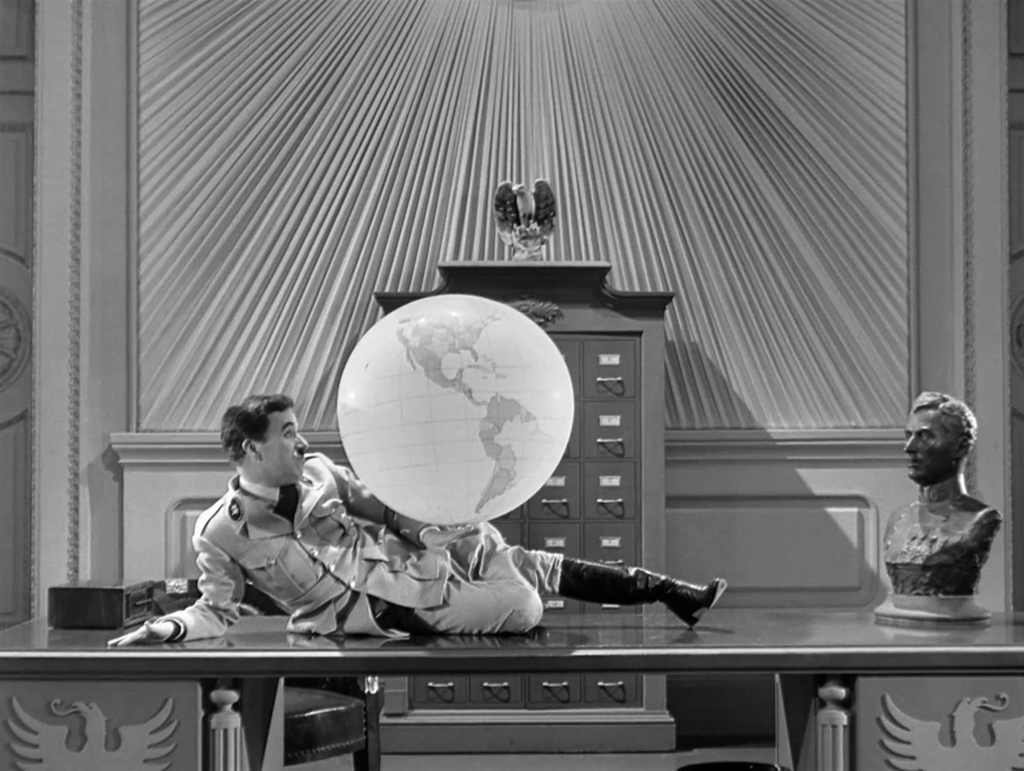 THE GREAT DICTATOR (1940)   Cinematography by Karl Struss and Roland Totheroh  Directed by Charlie Chaplin Explore more shots in our database: http://bit.ly/2JtQeSG pic.twitter.com/CQSNcfnWG4