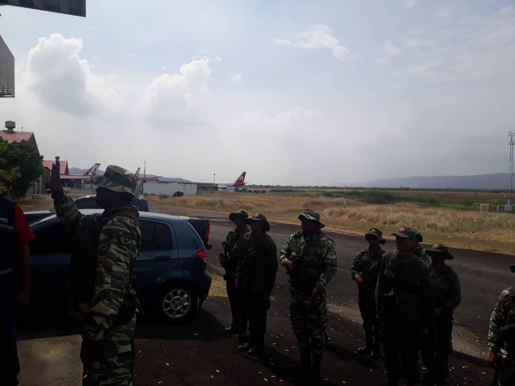 #RT @BAERVenezuela: #SabíasQué | ¡UNIÓN CÍVICO-MILITAR! Dando ejecución a los Ejercicios Militares Escudo Bolivariano 2020, el @Aeropuertobna sirvió como centro de práctica para afinar estrategias para hacer frente a posibles amenazas de fuerzas enemigas…pic.twitter.com/Y0Y1vPX5vH