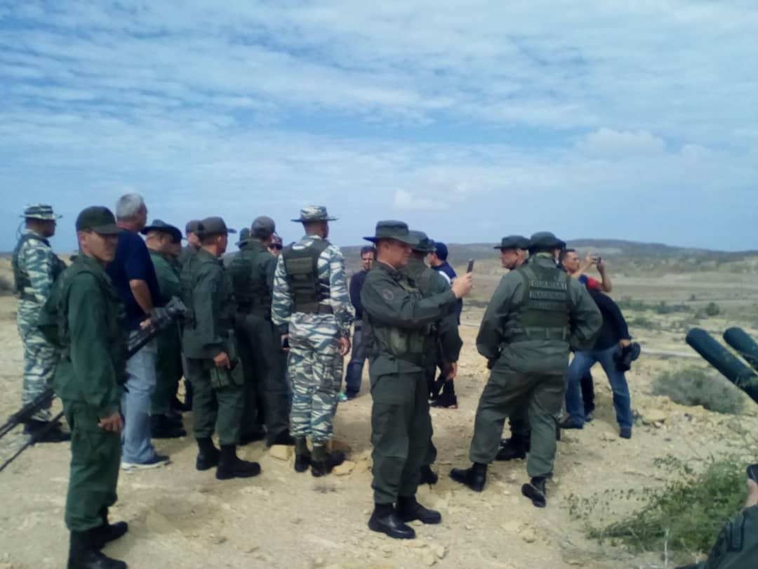 #RT @BAERVenezuela: #SabíasQué | Fuerzas militares junto a la Milicia Bolivariana participaron en el Ejercicio Escudo Bolivariano 2020 que se realizó en el @aeroporlamar donde se demostró el poder táctico y disciplinario para la defensa de la patria ¡Esp…pic.twitter.com/ZRkhN4Zt4F