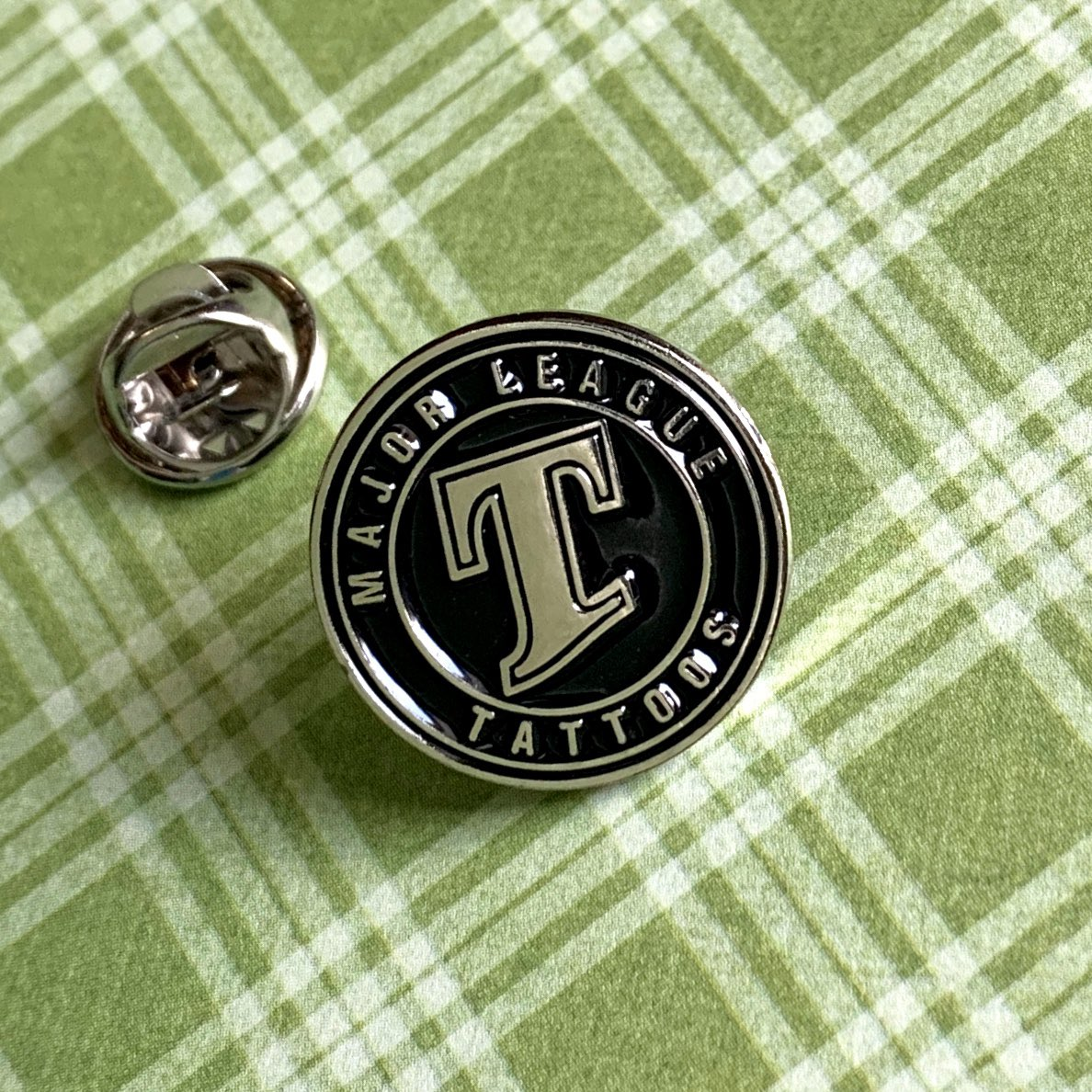 Check out this #pin we made for Major League Tattoos. Represent your #brand or #business with a #custom #enamelpin!  #ink #tattoo #tattooartist #tattooart #tattooartworks #pingame #pincommunity #pinlove #pinlovers #pins #tattooartists #tattoomagazine #branding #marketyourbusinesspic.twitter.com/IkhR5Qiw3d