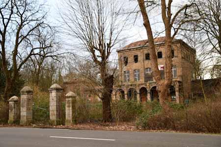 Neue Aufnahmen von Haus Fühlingen bei http://brandfoto.de. #Fühlingen #Koeln #lostplaces @koelnerkarneval @ksta_koeln @KoelnischeR @WDRaktuell @StadtRevue @koeln_depic.twitter.com/iJeFdjZzSp