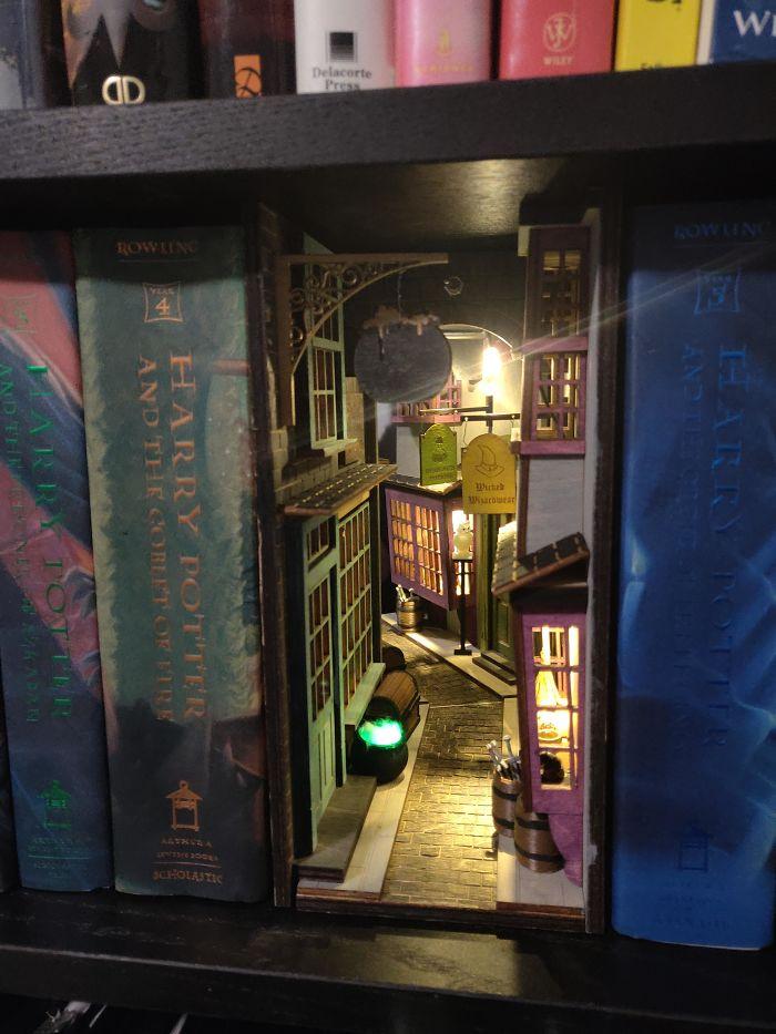 本棚に差し込むブックノックの発想がステキすぎる…。