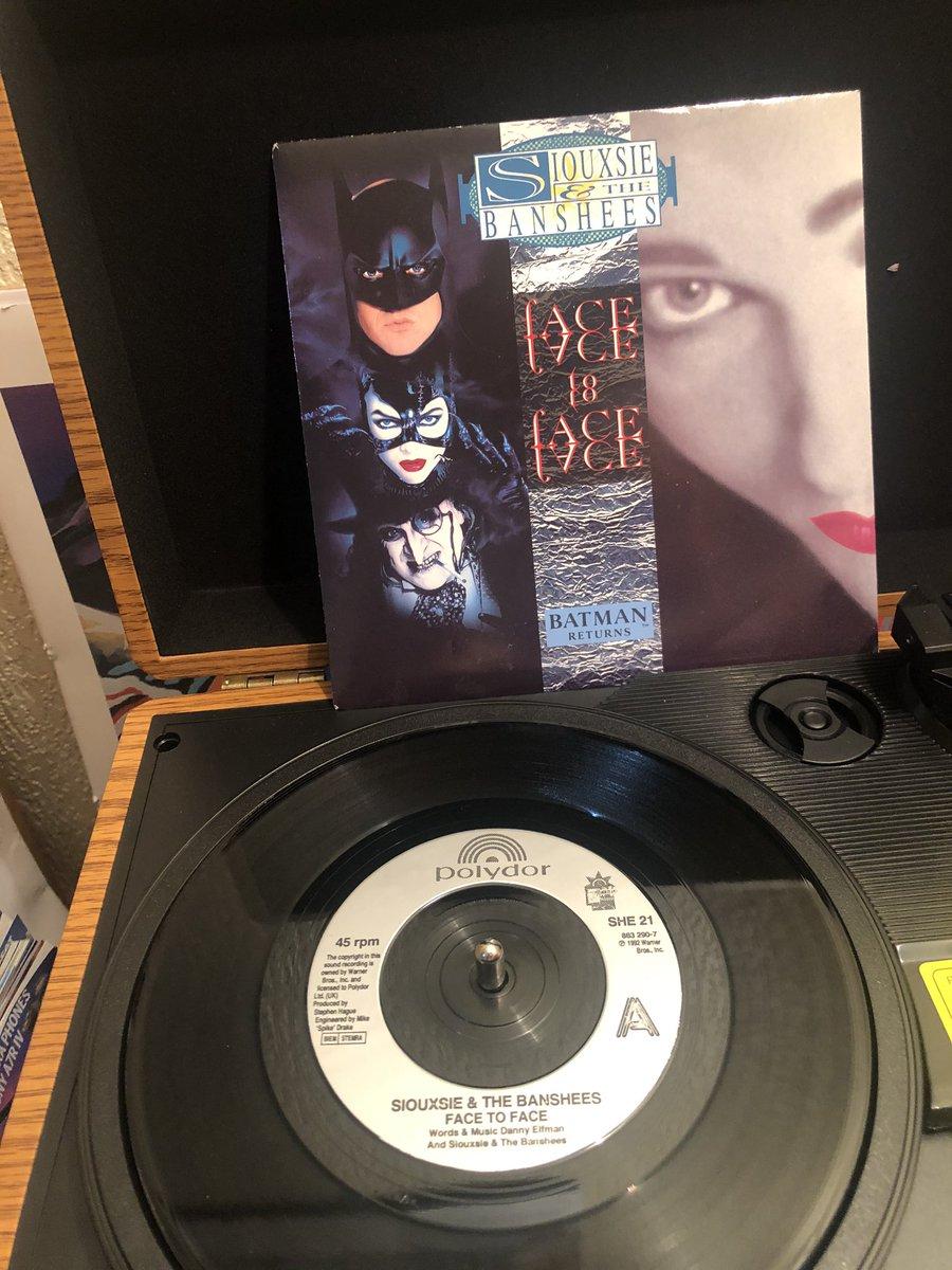 Holey vinyl Batman! #siouxsieandthebanshees #facetoface #batmanreturns @DCBatman #batmanpic.twitter.com/aPpcLu6WX1