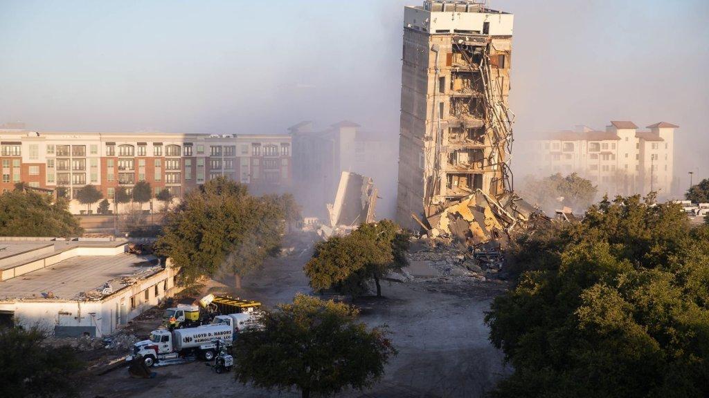 Blasting: The Demolition Of A Tower Ends Badly InDallas https://www.naijanews.com/2020/02/17/blasting-the-demolition-of-a-tower-ends-badly-in-dallas/…pic.twitter.com/dz5CJ5CNWZ