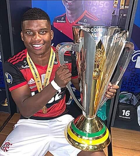 É o Lincoln que tem mais títulos pelo Flamengo do que golspic.twitter.com/nWofgAL8Y0