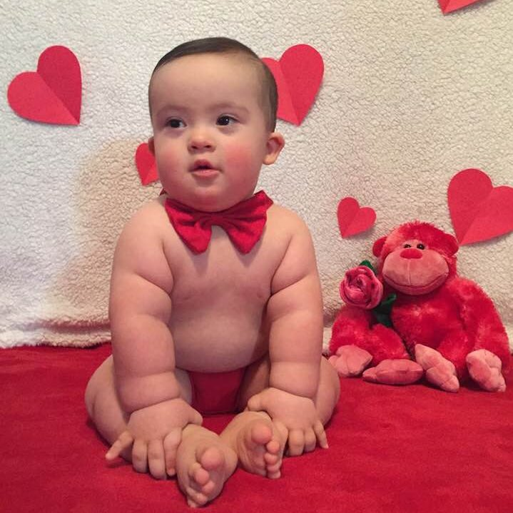 can we just take a second to look at how cute my little brother is ❤️ he turned ONE on Valentine's Day and officially mastered sitting up! #DSAwareness