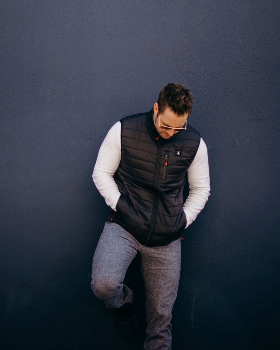 Relaxed but ready . . . . . #actionheat #thewarmingstore #heatedsocks #heatedgloves #heatedglove #heatedvests #heatedvest #heatedjackets #heatedjacket #heatedinsoles #heatedinsole #batteryheated #heatedshirt #casualoutfit #casual #casualstyle #unisex #black #puffervestpic.twitter.com/tCQkh4ycNz