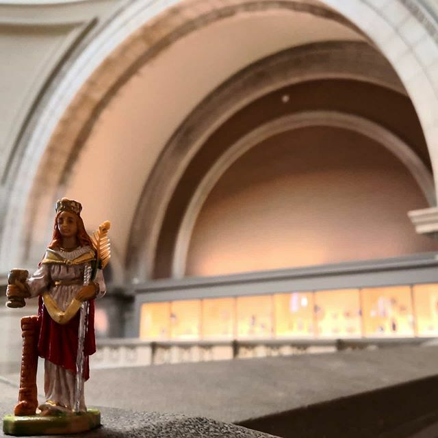 Hungry Barb looking for a little snack at the Grand Hall of Metropolitan Museum of Art.  #newyork #newyorkcity #nyc #met #metropolitanmuseumofart #santabarbara #babsiabroad #heiligebarbara #saint #bergbau #ruhrpott #ruhrgebiet #usa #steinkohle #bigapple … https://ift.tt/2uTkJz4 pic.twitter.com/eTMr5R4SAf