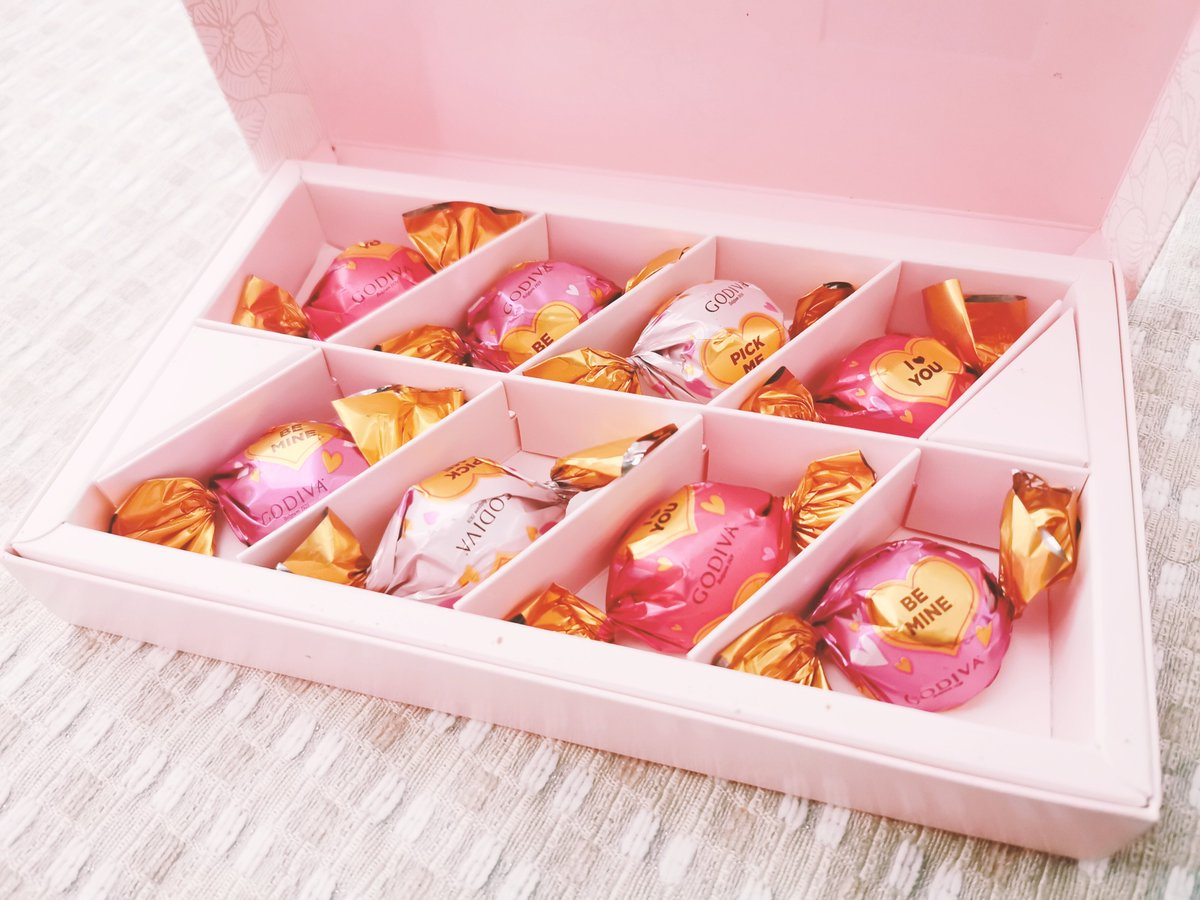 Received Valentine's Day chocolate for the first time in my life pic.twitter.com/nHR4CxFmkR