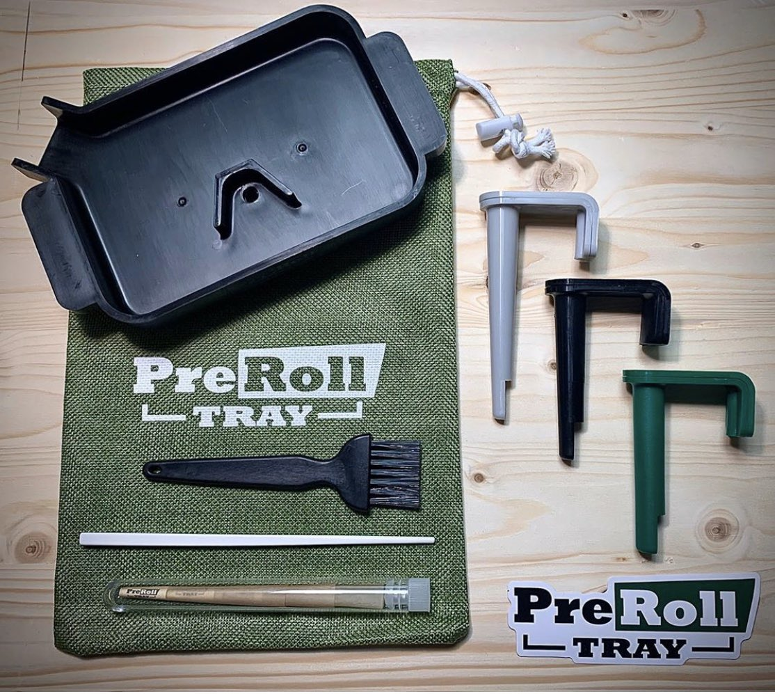 #giveaway alert!! Help get us to 1000 followers in this #contest for a chance to win a free PreRoll Tray kit  Rules:  - Like and Share this post.  - Tag as many friends as possible.  - Once 1000 followers is hit we will     be selecting 3 random participants to win.....ready go!! pic.twitter.com/GFjS4gDSTR