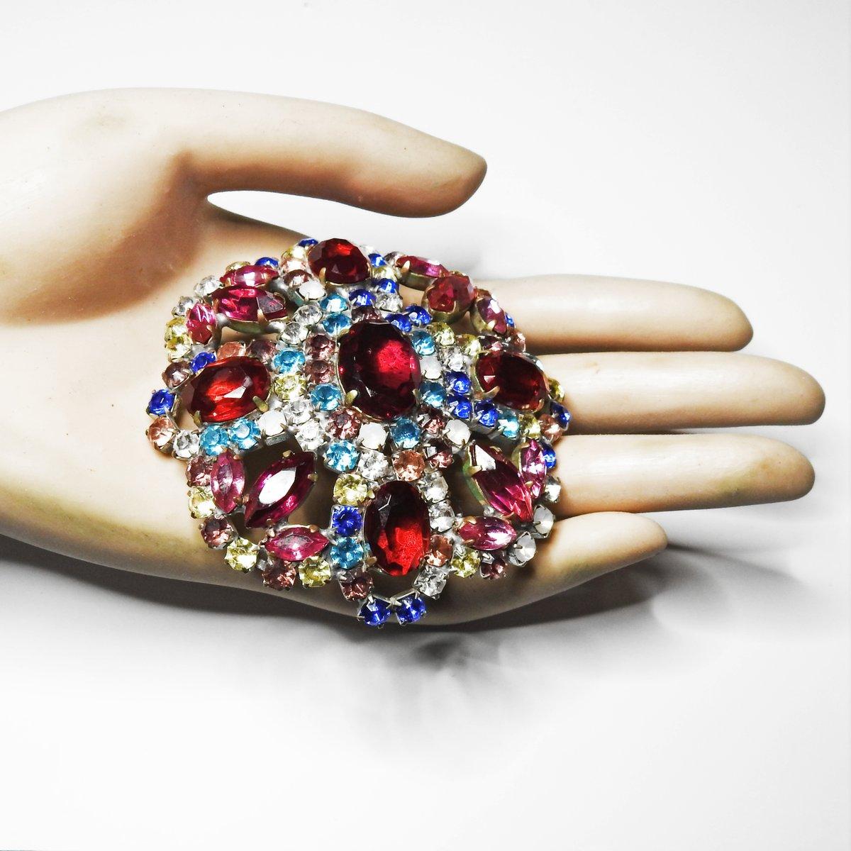 💜   #glassworks #broochaddict #brooche #etsy #jewelryinspiration #jewelrystyle #jewelrystore #jewelryshop #oneofakindjewelry #jewelrylovers #luxurylifestyle #jewels #giftidea #perfectgift