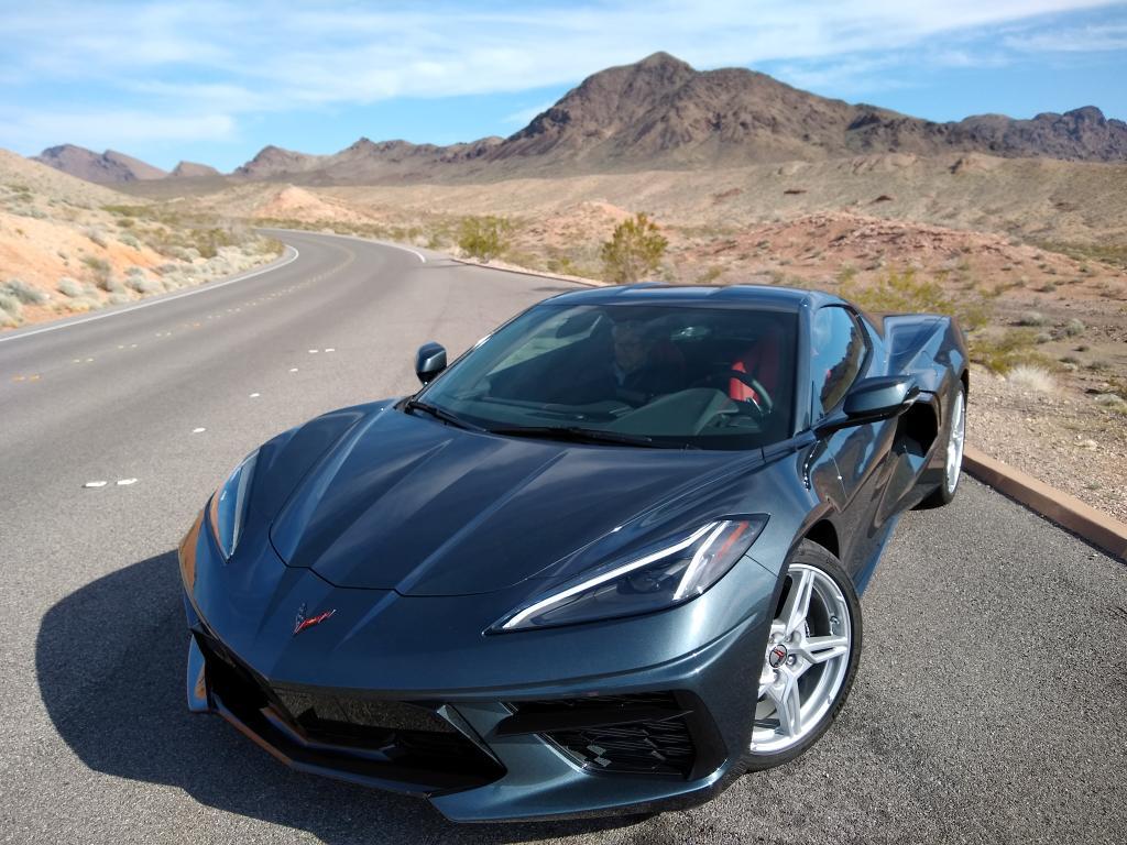 On the road with the 2020 Chevrolet #Corvette Stingray @DigitalTrendspic.twitter.com/MT0vt86jPT