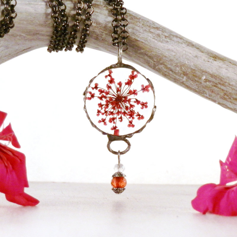 red flower necklace, Queen Anne's Lace, real dried flower, bohemian style, terrarium necklace, pressed flower glass, forest necklace, boho  #gypsy #boho #woodland #beach #handmade #handmadejewelry #bohochic #PressedFlowerGlass