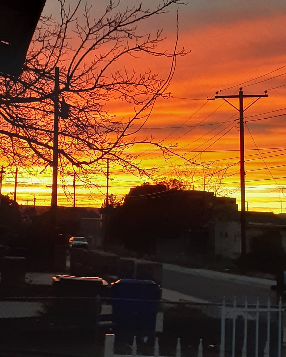 Look at that sunset! #nofilterneeded #sunset #amazingview pic.twitter.com/7XPzQxqxCB