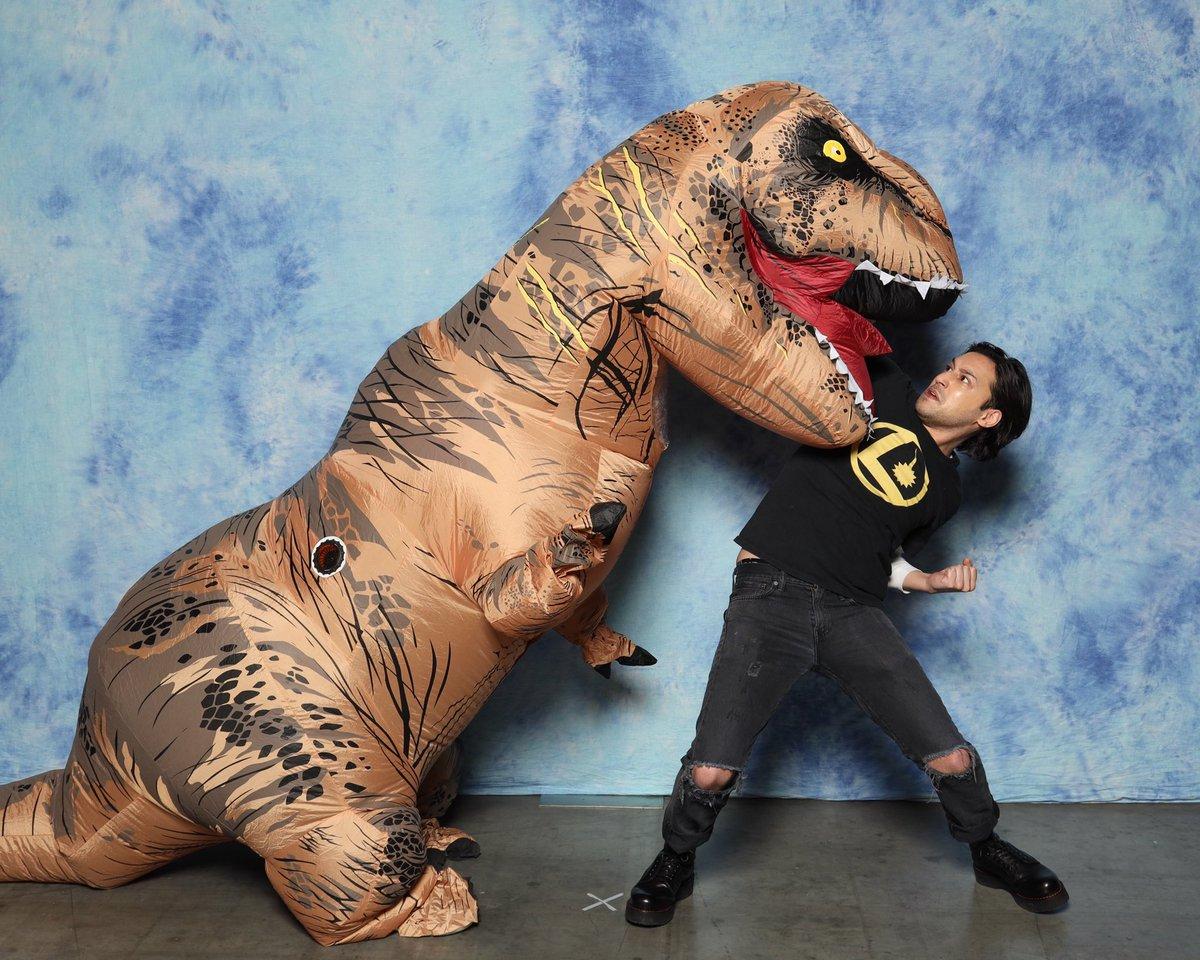 Thanks to @jesserath & @NicoleAMaines for the epic Dino pix! 🦖#FANEXPOVancouver
