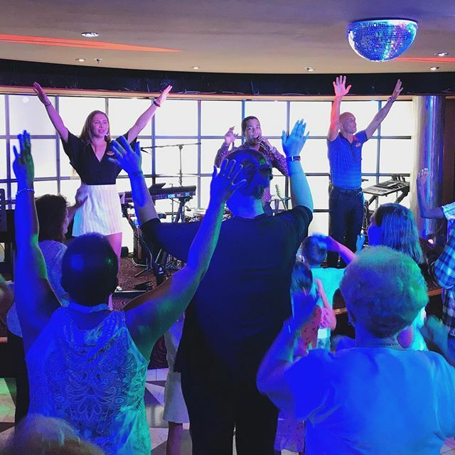 The staff onboard the #MSCArmonia sure knows how to bring the party!! :D #MSCCruises @msccruisesofficial pic.twitter.com/iHPsr4qbW5