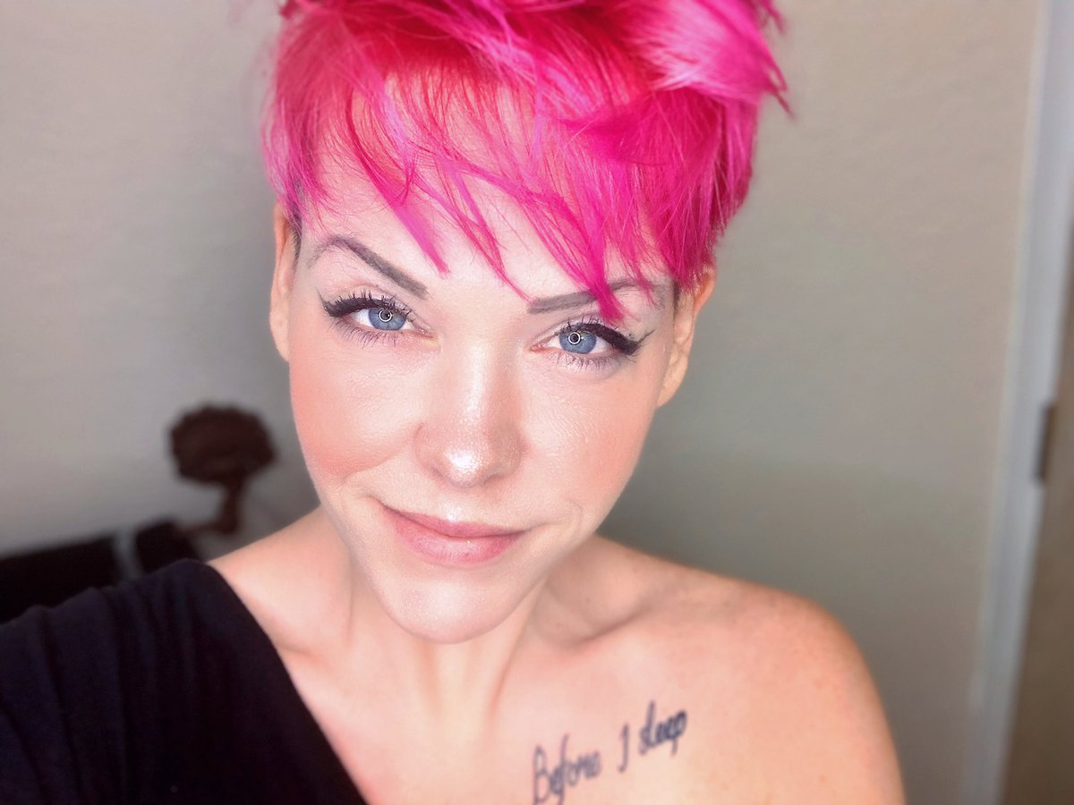 Hi! I have #PinkHair now, okay? That is all!!!