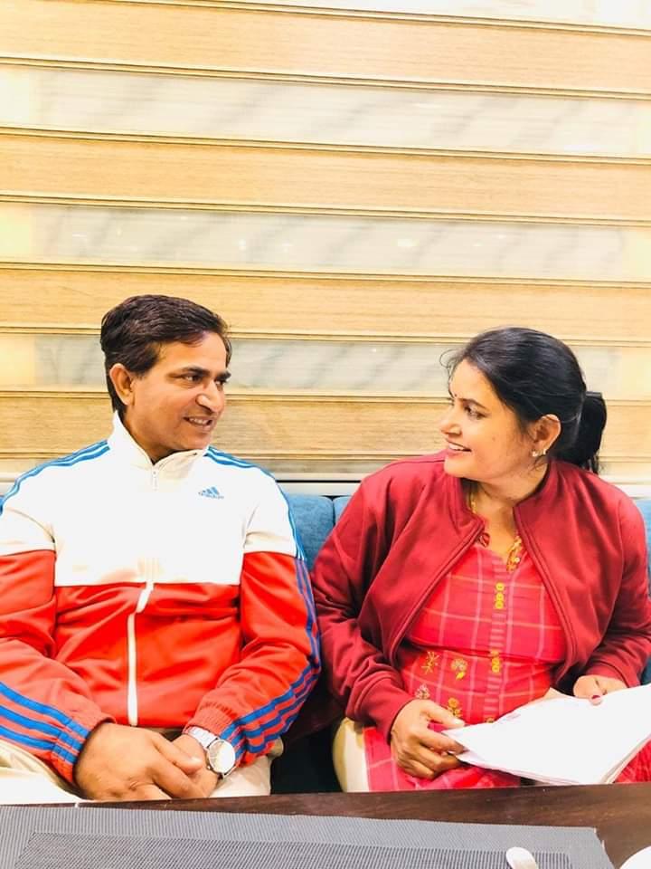मीणा समाज की सदैव सेवा मै समर्पित माननीया @VimlaMeena18 ji को शादी की सालगिरह की शुभकामनाए भगवान आपको खुश रखे ।