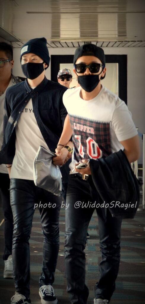 One of my favourite airport moments of DnE #Indonesia OP say DH suddenly juz grab HJ hand and run ~ <br>http://pic.twitter.com/62P95pUTqB
