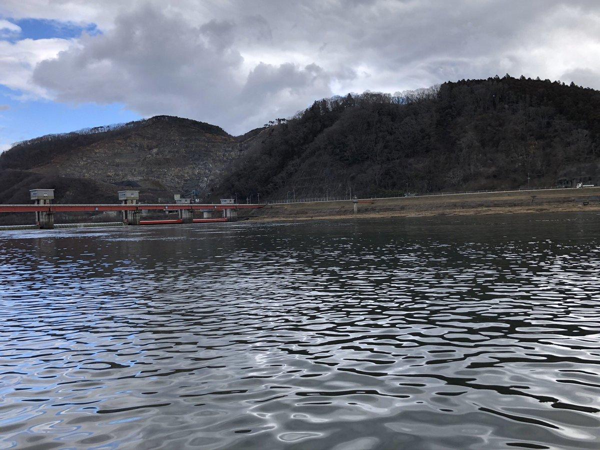 桜鱒釣りという名の修行に行って参りました。  解禁日釣れたとか今年寒くないとか いろいろありますが  誰も釣れてないし 寒いですね🥶  #桜鱒 #サクラマス #北上川 #ルアー #追浜川