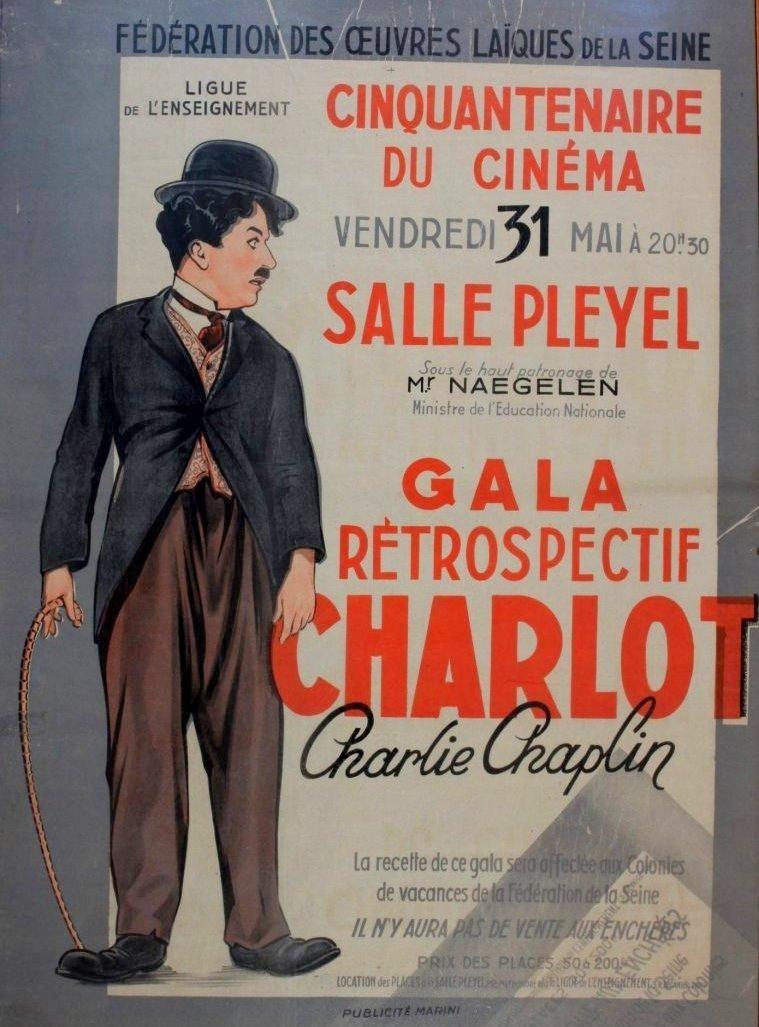 - ARCHIVE -   Cette affiche présente une publicité pour un hommage rétrospectif à Charlie Chaplin, à l'occasion du 50e anniversaire de l'industrie cinématographique, qui s'est tenu à la @sallepleyel.