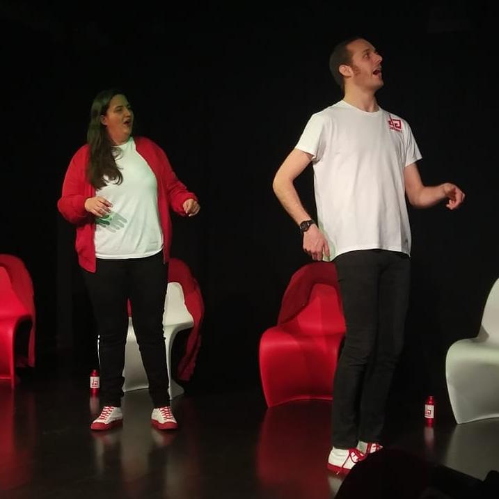 Pero, ¿a dónde vas @carlos_zaballos? Voy airado, raudo y veloz a @atrapalo a por mí entrada para #Jamms! de este sábado. Que me cuentan que se agotan... ¡Ve tú a por la tuya!  A las 22h en el #9Nortehttps://bit.ly/2NPLvzR #Impro #Improvisación #teatro #creatividad #risaspic.twitter.com/K8DyDoDkKz