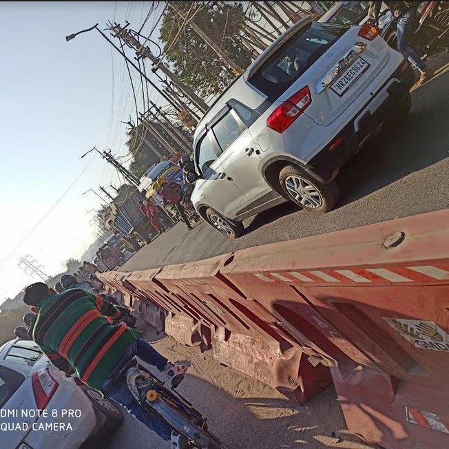 @TrafficGGM सर, कादीपुर चौक (SEC-10A) से हीरो हौंडा चौक पिछले काफी दिनों से सुबह के समय ट्रैफिक जाम लगा रहता है रॉंग साइड वाहन भी चलने के कारण और अधिक जाम लग जाता है, रोड की हालत भी टूटी हुई है पैदल लोगो को भी काफी परेशानी का सामना करना पड़ता है @dcptrafficggm @DC_Gurugram 1/2pic.twitter.com/PM3OfsbRTw