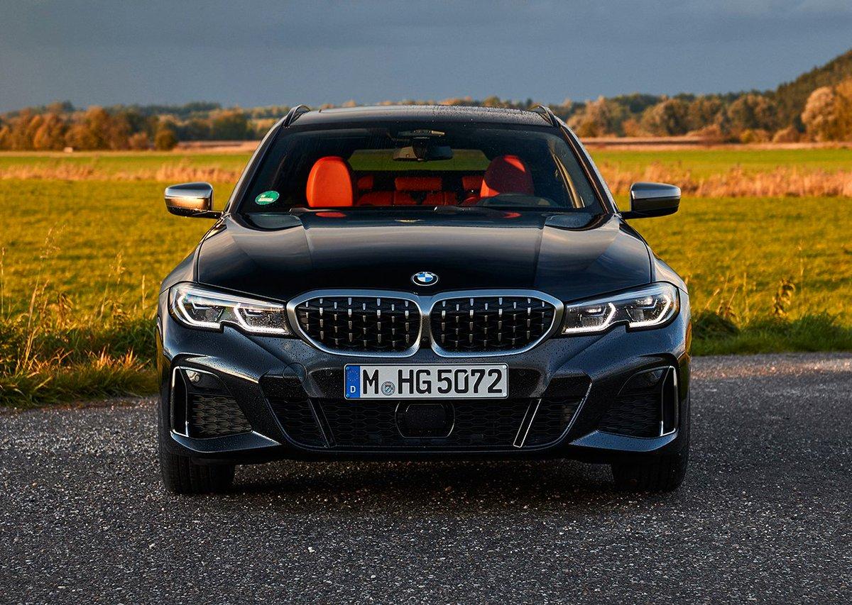 Equilibrio perfecto de sensaciones vibrantes. Nuevo BMW Serie 3 Touring ¿Qué te parece la combinación de colores ⚫🔴?  #BMW #BMWTHE3 #THE3 #BMWEnekuriMotor #EnekuriMotor