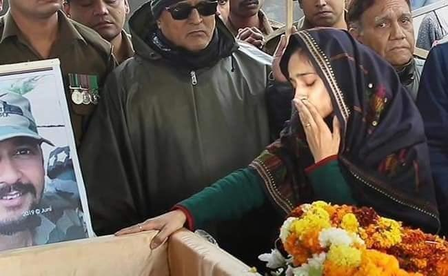 This courageous image of Nikta Kaul, wife of Major Vibhuti Shankar Dhoundiyal is forever etched in our memories.Tribute to the brave sons of india who sacrificed his live in the ghastly attack 🇮🇳❤🙏You will always be remembered.! @MajorPoonia @majorgauravarya#PulwamaAttack