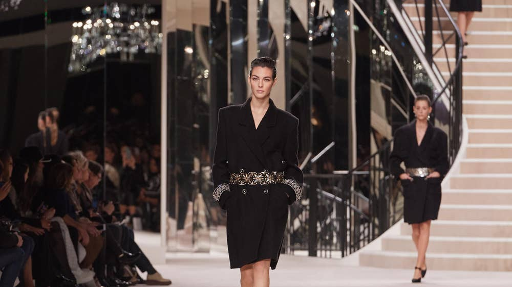Chanel scales down on some lavish fashion shows around the world but does not shift strategy  https://t.co/5rnlRwPv4L   #Chanel #fashion #fashionshow #catwalk #ChanelMetiersDArt #scaledown #luxury #luxuryfashion @CHANEL https://t.co/YwgWLnVBRz