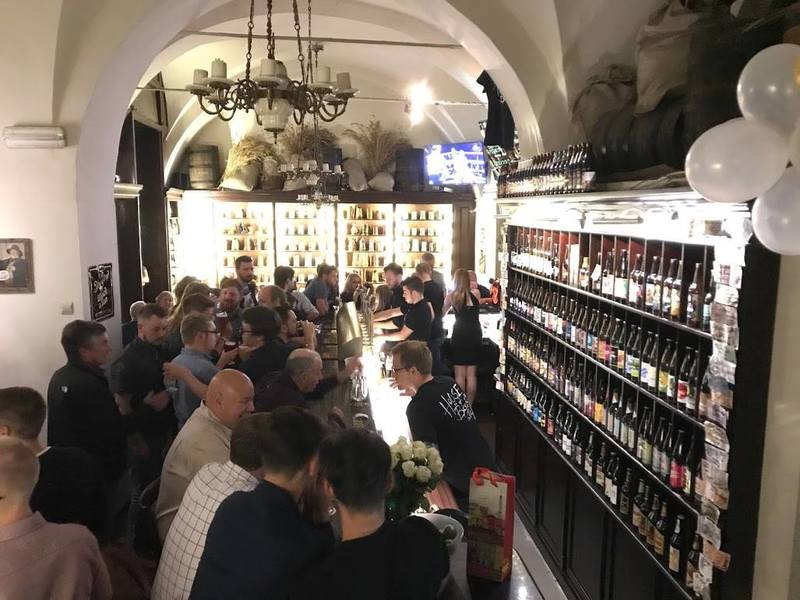 Quiz action from this week's #PubQuiz @ House of Beer in #StareMiasto! http://question.one/Hc8mWwpic.twitter.com/eS5Yu8WFZw