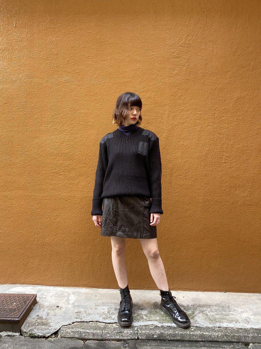 GALLS commando sweaterLeather skirtsDr.Martens 8hole Bootシンプルな春コーデ無骨なアイテムもカラーの統一ですっきりカッコ良く