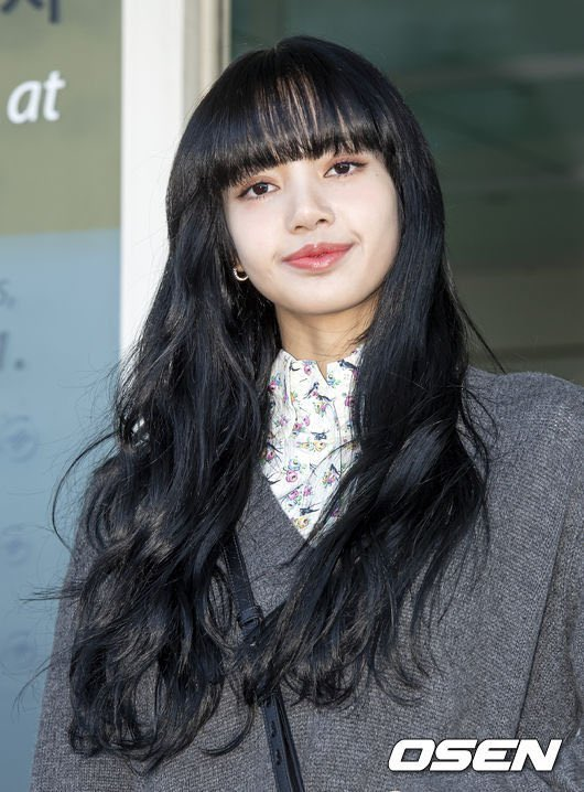 リサ 黒髪 blackpink BLACKPINKリサの髪型3選&私服ファッション3選!前髪や髪色も徹底解説