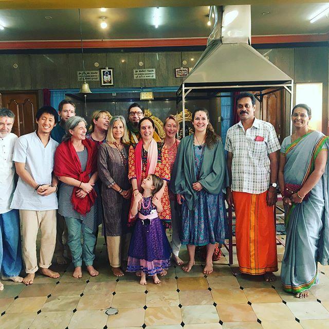So viel wundervolle  #herzensmenschen die auf dieser besonderen Indienreise mit dabei sind. Es ist nicht zu beschreiben wieviel #gnade und besondere Erlebnisse uns hier geschenkt werden  . . . #kaliammantemple #darshan #sadhu #yogi #yogini #indien… https://ift.tt/2P4nQehpic.twitter.com/wfOGpiOFuT