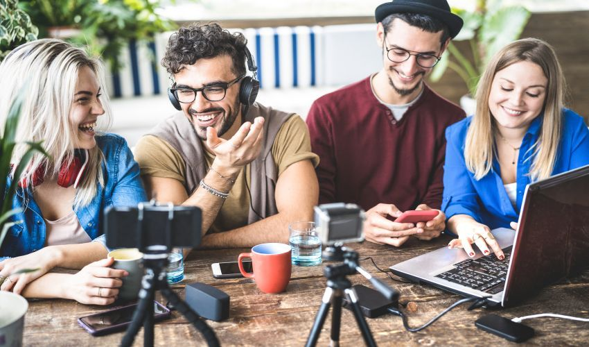 #InfluencerMarketing takes up almost 42% of #tech marketing. Learn how your startup can make the most of this rising #trend in 2020. @dottechdomains https://buff.ly/36IOdg4pic.twitter.com/Gh84zqxDlz