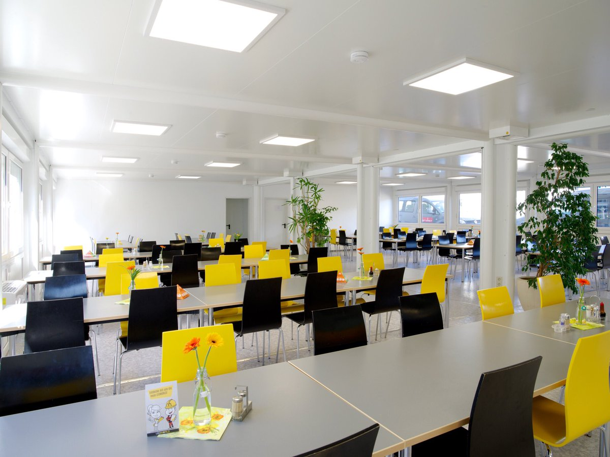 For the #construction company Leonhard Weiss we provided a company restaurant, offices and meeting rooms made of #containers. A good example for the fact that intermediate solutions from containers do not have to be narrow or dark. https://www.ela-container.com/en/news/2020_02_18_mehr_platz_fuer_neue_mitarbeiter…  #madeingermany pic.twitter.com/8GQEBK7DgS