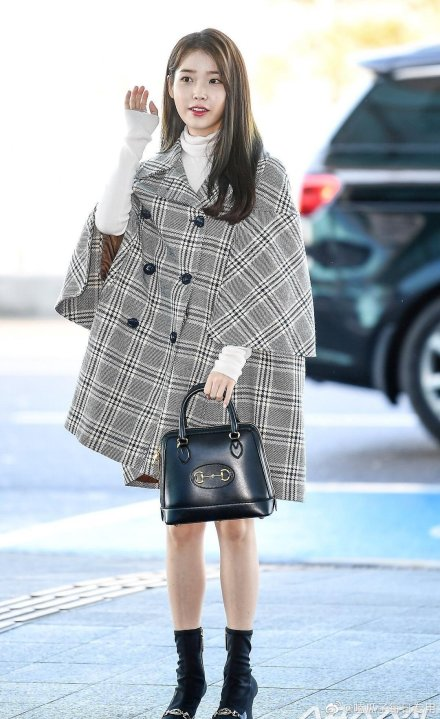 #Blackpink member #Lisa and South Korean singer-songwriter #IU were spotted at the Seoul–Incheon International Airport heading to #Milan for 2020 Woman's Fashion Show in Milan on Tuesday. Whose outfit do you like more? #BenvenutaLalisa #아이유 globaltimes.cn/content/117650…