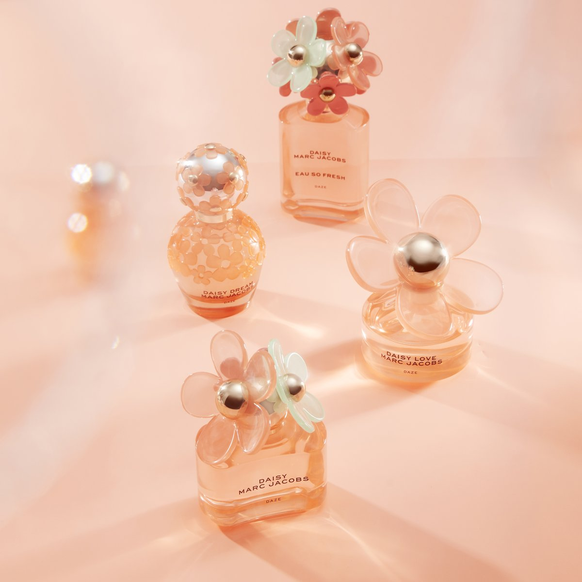 RT to WIN! The new limited edition fragrances from Marc Jacobs are our new favourites! Daisy Daze scents are warm, vibrant and full of fun! Today we're giving away the set to one lucky winner!
