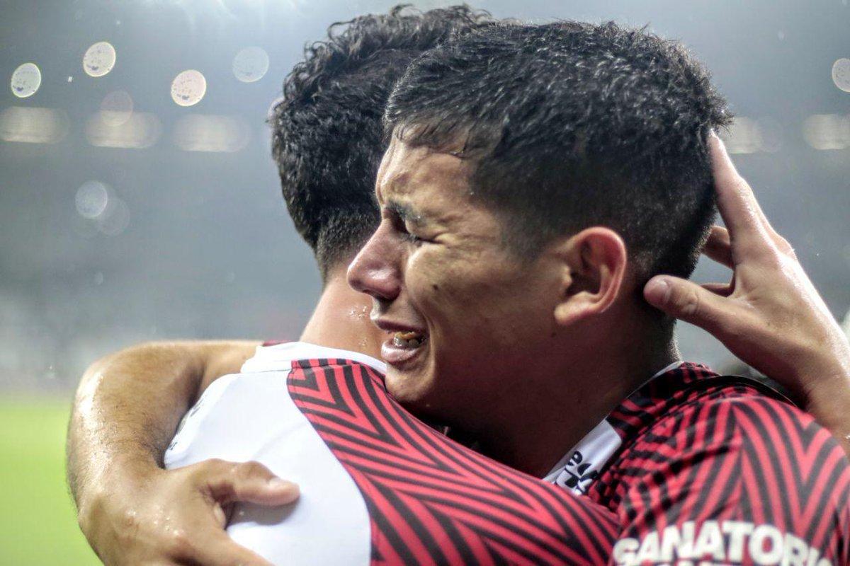 """Fernando #Batista, DT de la selección Sub-23, tiene en la mira a los laterales de #Colón.  """"Alex #Vigo está en la lista de quienes nosotros podemos llegar a convocar.Yo tuve la intención de llevar a la prelista a Gonzalo #Escobar, pero se lesionó después de la Sudamericana."""