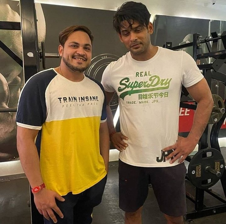 Boy This Guy Has Got #SWAG..  Swagger! Swoop. Swoop. Swoop.. 🤘🏻💪🏻  Another Day of #SidharthShukla Pumping Iron at The Gym & clickin pics with #SidharthKeAlsiFans..  Ready for Chapter 2.. #WeMissYouSid   @OfficialSidFC @JThakers @AAzizgalaxy @BabaBiggBossB @ohhitshiza @DrNupurrk