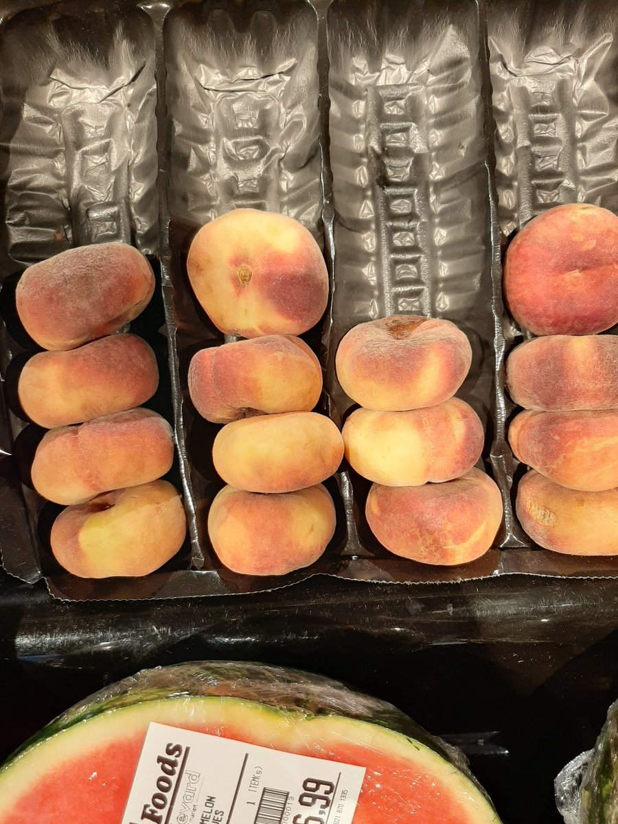 They're sat on and then they're sold as  𝑑𝑒𝑠𝑠𝑒𝑟𝑡 peaches.<br>http://pic.twitter.com/zHPjCLWFkH
