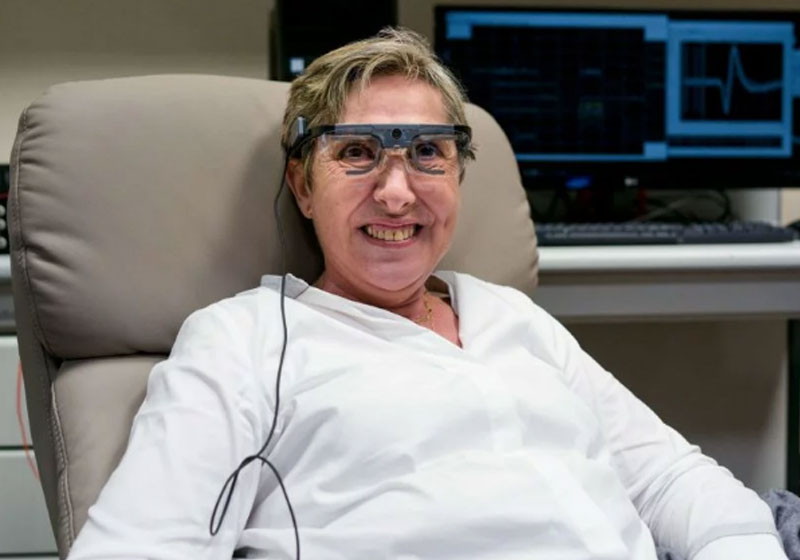 Mulher que ficou cega volta a enxergar com olho biônico https://www.sonoticiaboa.com.br/2020/02/18/mulher-cega-volta-enxergar-olho-bionico/…  #sonoticiaboa #goodnews #cego #cega #deficientevisual #enxergar #óculos #olhobionico #espanha #teste #deucerto pic.twitter.com/z1vYHKW4dB