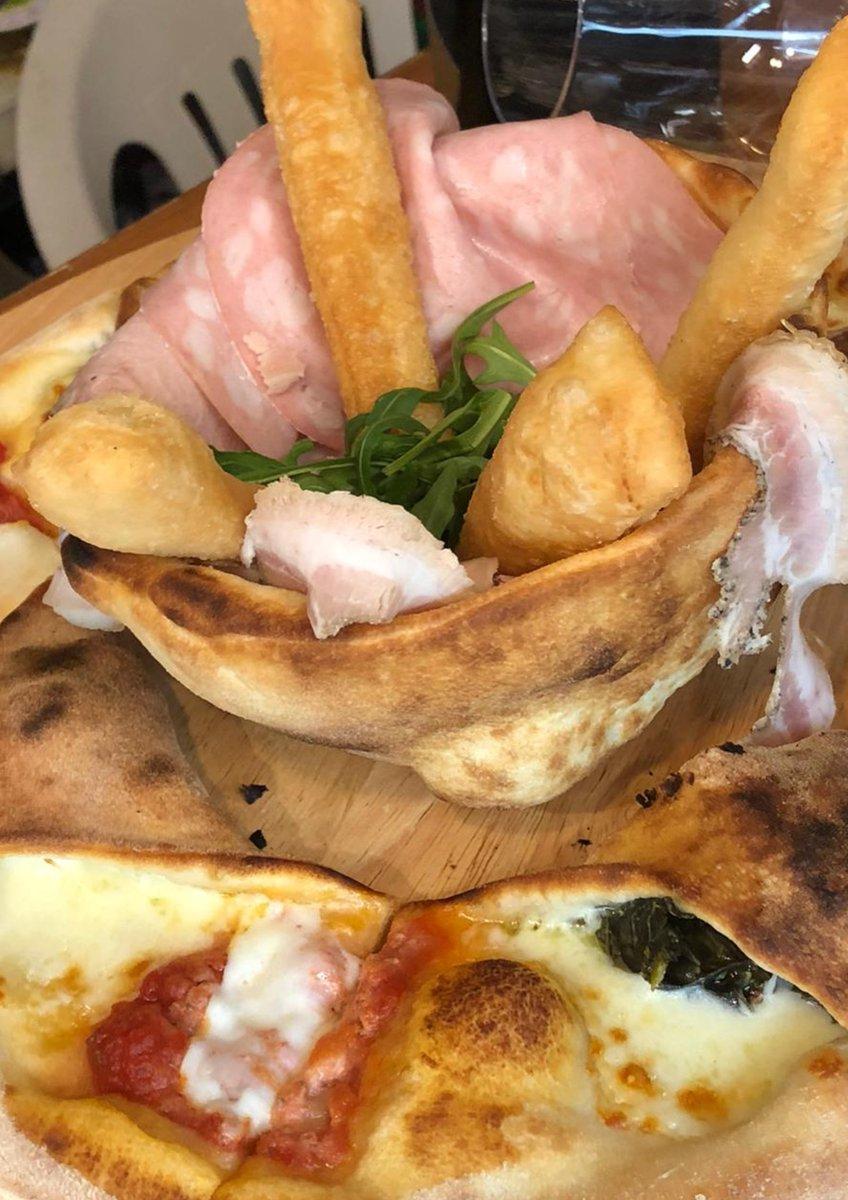 Aperipizza... Capoliveri elba island piazza matteotti.... pic.twitter.com/M5UB8m2d2B – at L'Angolo Della Pizza